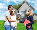 זוג צעיר קונה בית