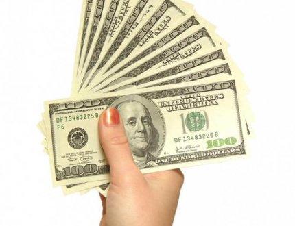 יד מושיטה כסף למשכנתא