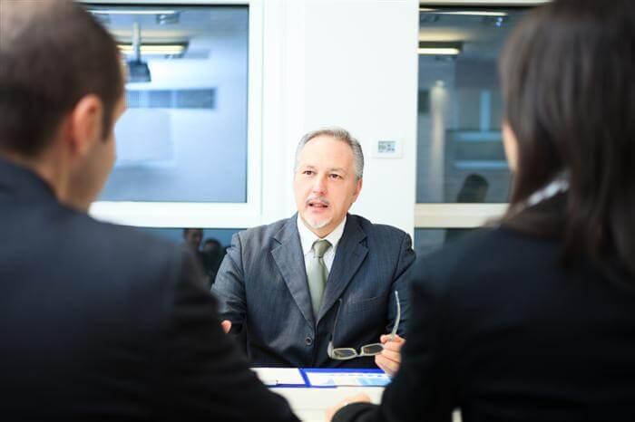 יועץ משכנתאות מומלץ מדריך את לקוחותיו