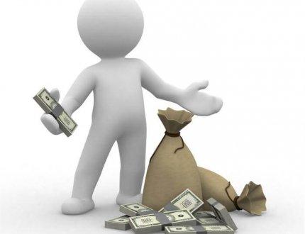 בנאדם שחסך כסף על ביטוח נכס