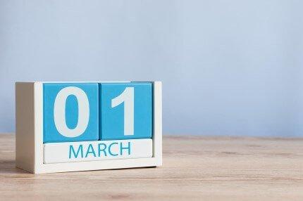 קוביות תאריך חודש מרץ