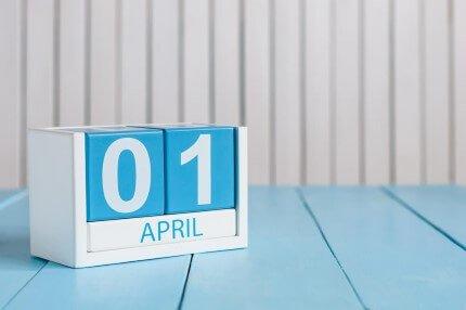 קוביות תאריך חודש אפריל