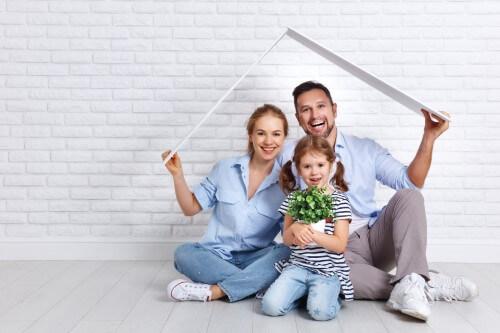 משפחה חדשה שקיבלה משכנתא